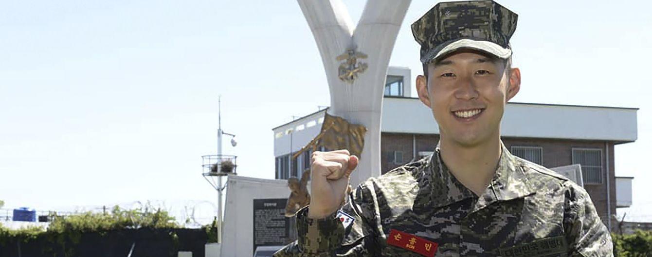"""Футболист """"Тоттенхэма"""" с отличием закончил службу в армии"""