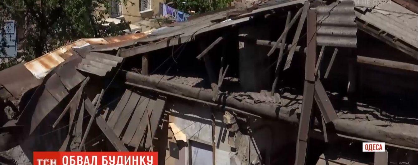 Более 20 человек остались без крова из-за обвала дома в Одессе