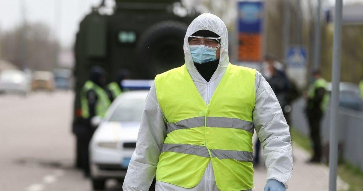 """В МИД разъяснили ситуацию с """"разрешениями"""" на выезд украинцев"""