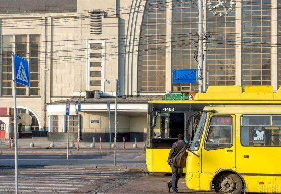 У Києві запустять додатковий громадський транспорт, але їздити ним зможуть не всі
