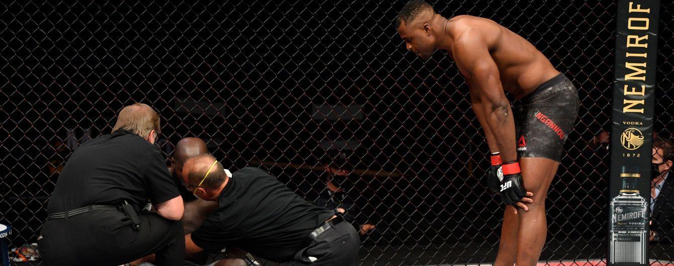 "Боец UFC жутко ""вырубил"" соперника за 20 секунд"
