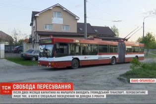 В Івано-Франківську після двох місяців карантину на маршрути виїжджає громадський транспорт