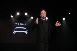 Ілон Маск відкрив завод у Каліфорнії попри заборону через карантин