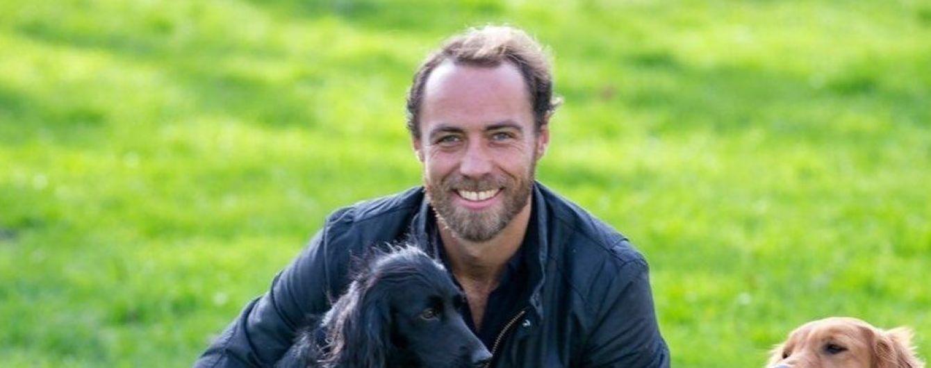 Брат Кейт Миддлтон впервые за семь лет сбрил бороду и показал обнаженный торс