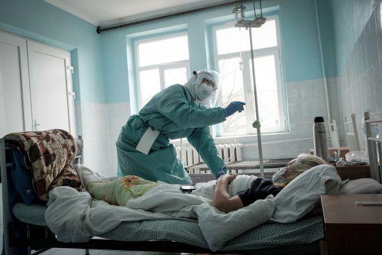 У Рівненській області коронавірусом заразилися ще понад пів сотні людей від 22 до 74 років