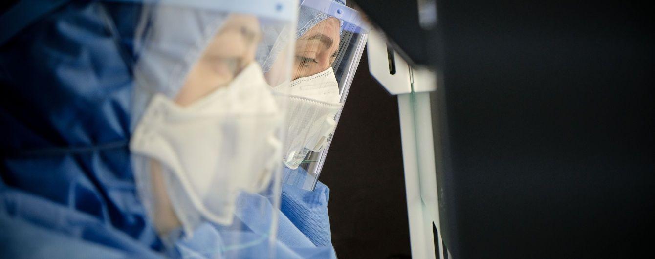 В Украине очередная вспышка коронавируса: за сутки обнаружили около тысячи случаев