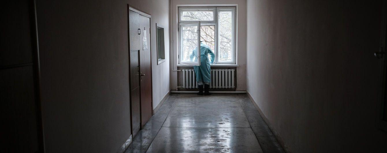 В Украине второй день подряд фиксируют рекорд смертей от коронавируса