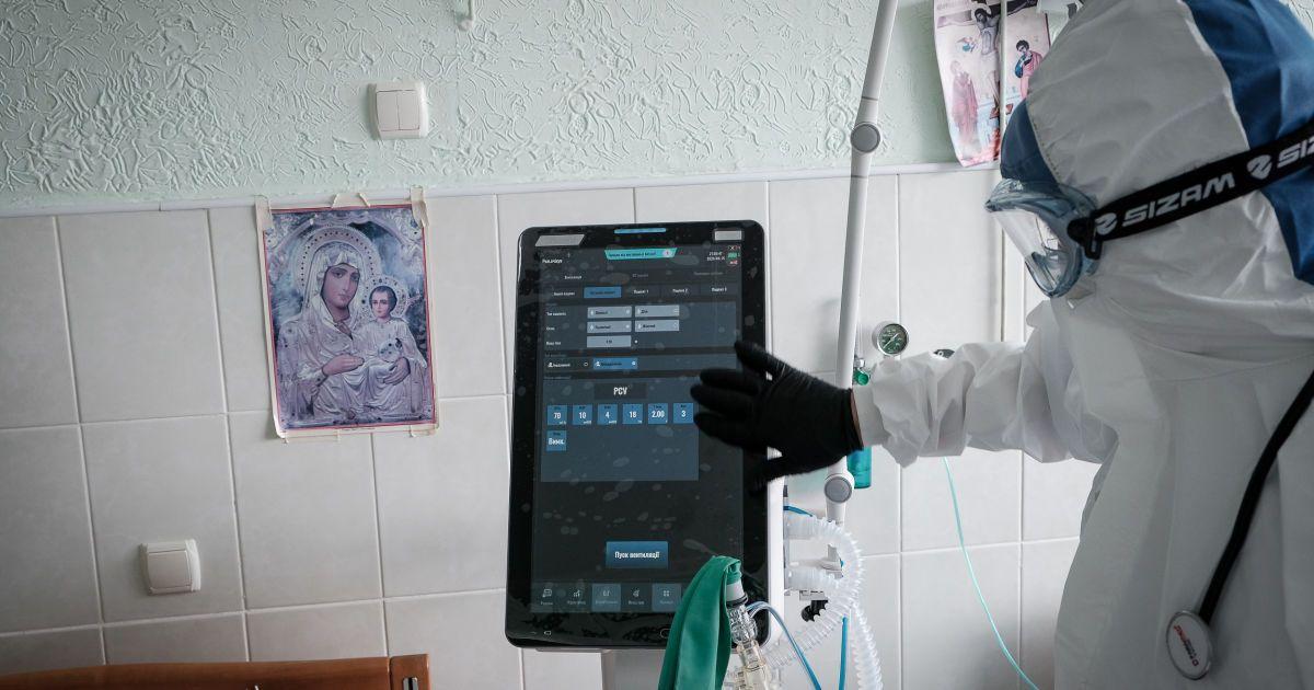 На Прикарпатье вместе с койками для больных коронавирусом закончились и врачи