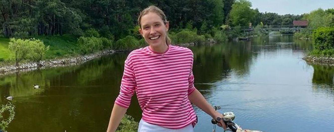 Без макіяжу і на велосипеді з прицепом: Катя Осадча показала, як катає сина
