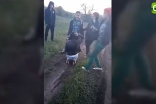 Побита підлітками під Харковом дівчина написала заяву до поліції