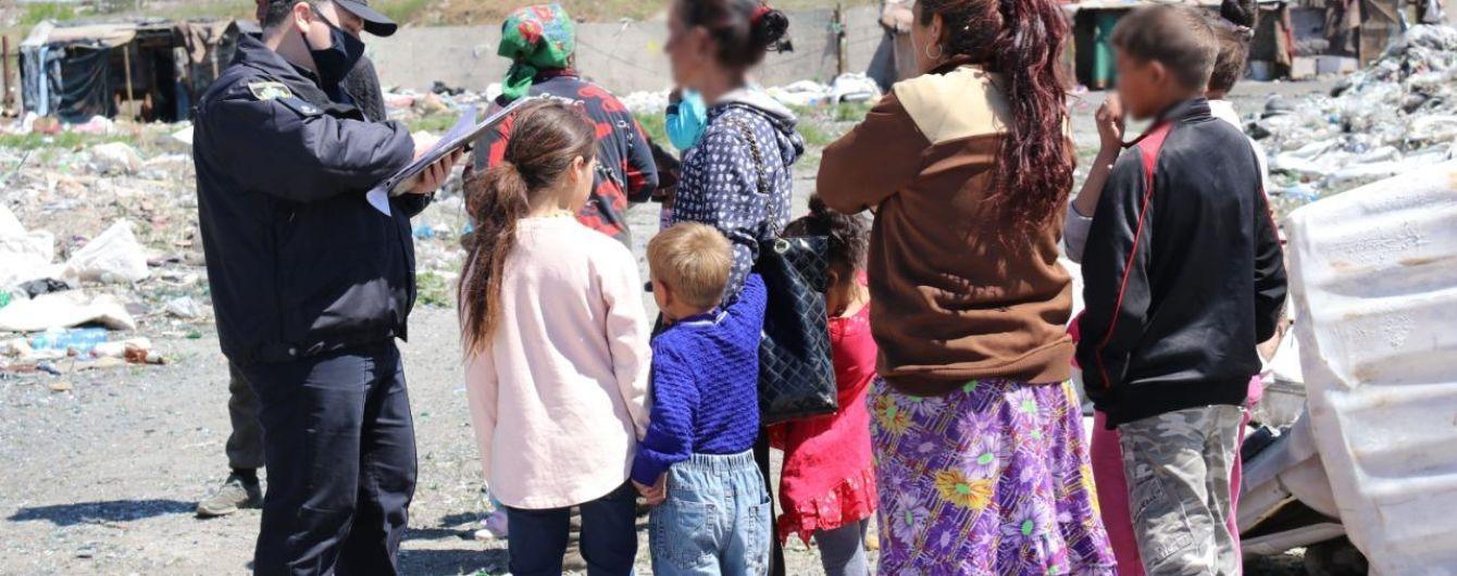Правоохранители нашли на свалке в Херсоне 25 нелегалов: среди них есть дети