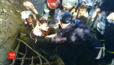 Піщана пастка: у Полтавській області чоловік провалився у глибоку ємність з піском