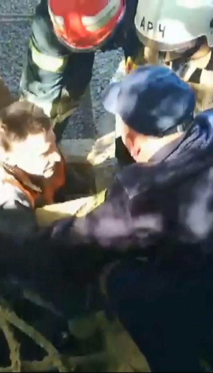 Песчаная ловушка: в Полтавской области мужчина провалился в глубокую емкость с песком