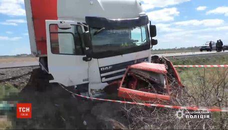 В Ровенской области водитель легковушки и его 5-летний сын погибли в ДТП