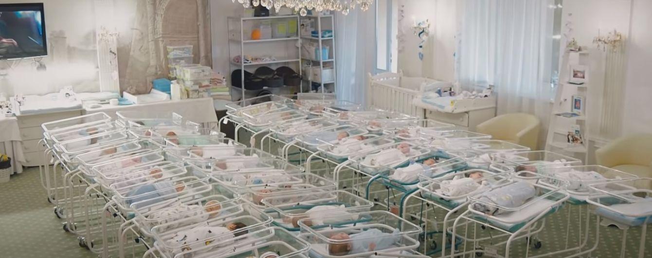 Скандал с детьми от суррогатных матерей: что говорят правозащитники и владелец клиники