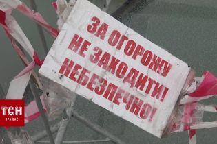 У Києві знову тріснуло скло на мосту Кличка