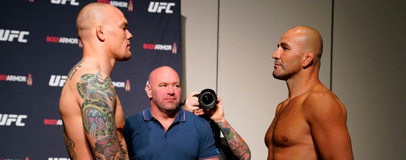 Боец получил ужасные травмы после брутального боя UFC, в Сети популярно видео, как он отдает свой зуб судьи