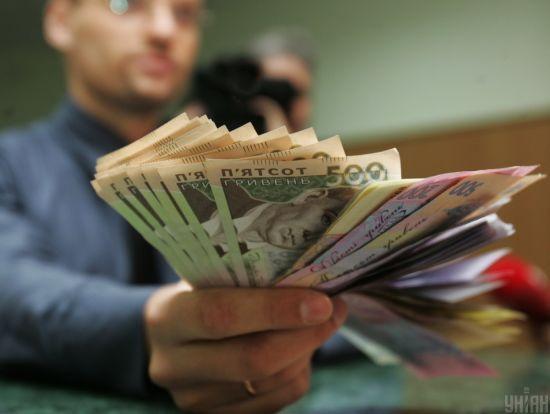 Податкова нарахувала понад три тисячі українських мільйонерів: у яких областях мешкають багатії