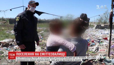 Дети среди хлама: заробитчане из Закарпатья обустроили поселения на херсонской свалке
