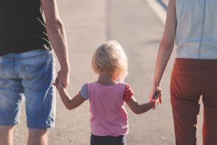 Стесняются дети, а еще больше — взрослые: кто, когда и как должен говорить с мальчиками и девочками о сексе