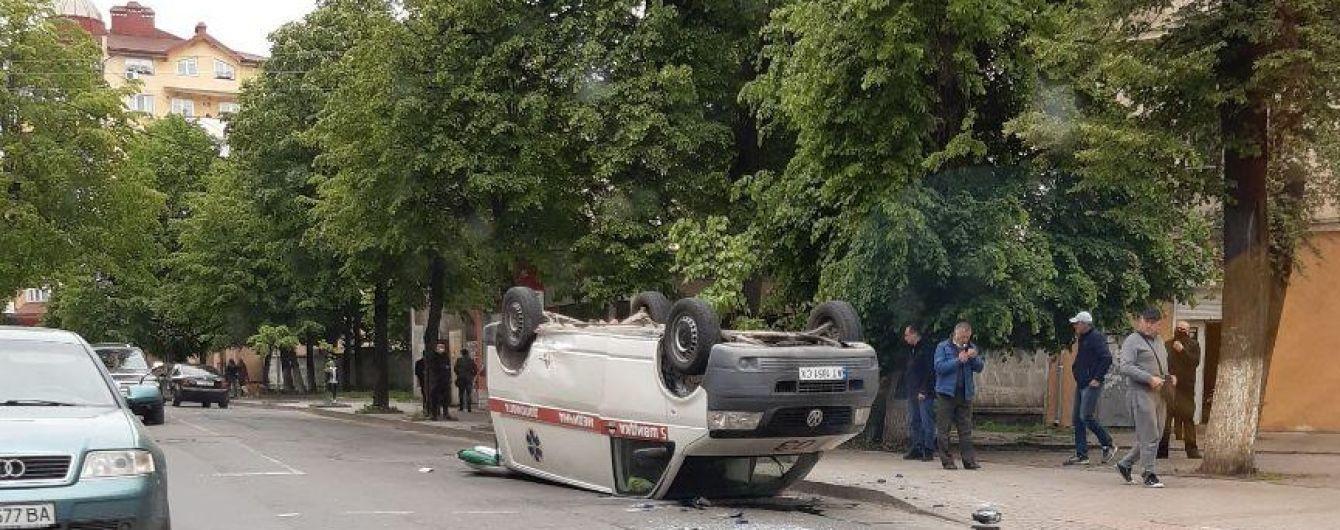 В Ивано-Франковске в результате ДТП перевернулась скорая