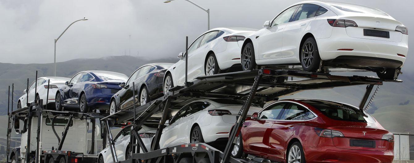 У Німеччині чоловік помилково замовив 27 однакових моделей Tesla