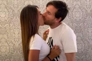 """""""Відчуваю, що мене знудило"""": фанати висміяли техніку поцілунку Мессі"""