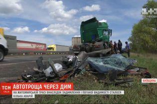 На Житомирской трассе в результате задымления и плохой видимости произошло несколько аварий