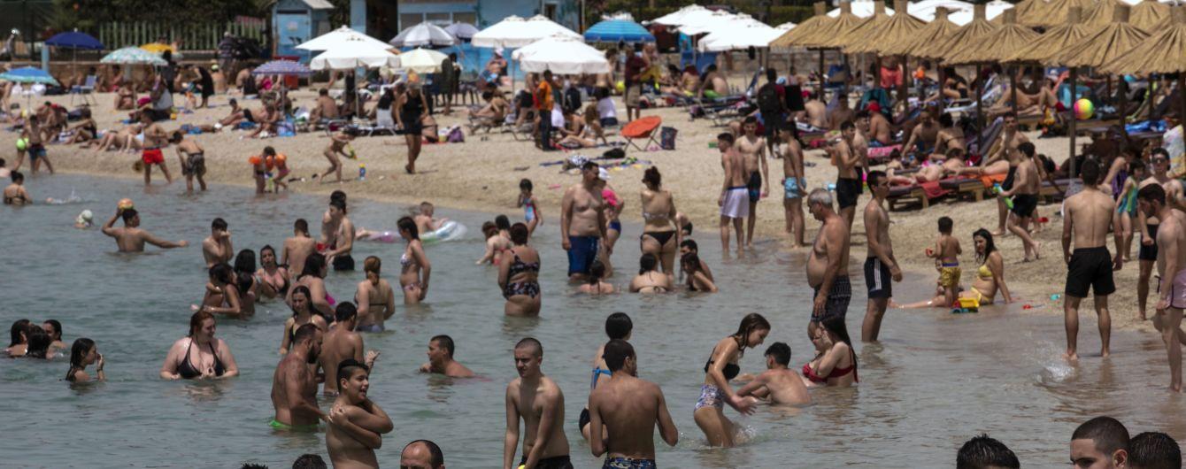 В Греции открыли более 500 пляжей: тысячи людей вышли на побережье