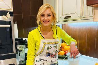 Ірина Федишин у спортивних штанах показала, як готувала на кухні