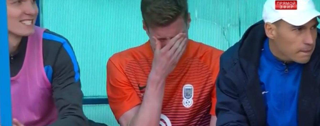 Футболіст білоруського клубу розплакався на лаві для запасних під час матчу