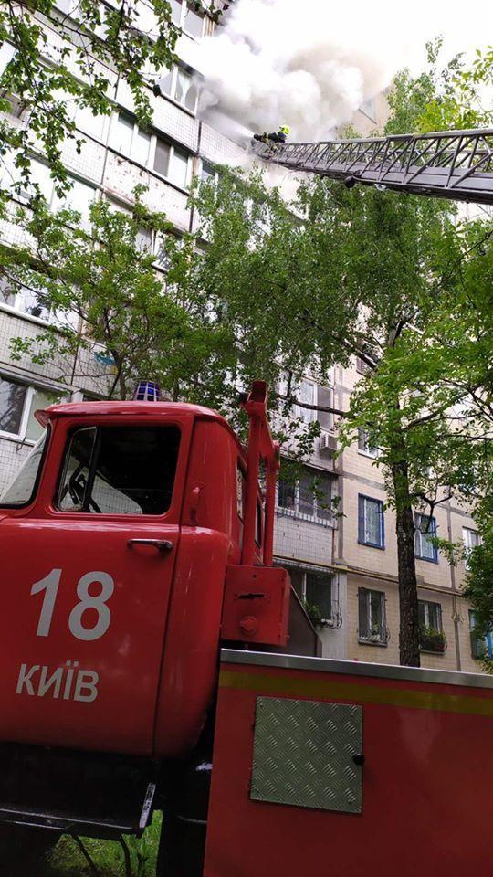 пожежа на Симиренка в Києві