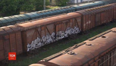 У Луцьку рятують 16-річного хлопця, якого вдарило струмом на даху вагона