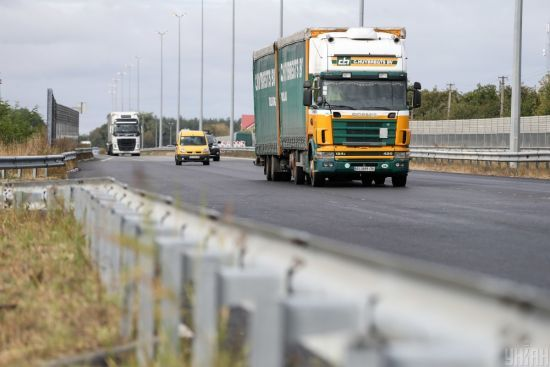 Київ обмежив в'їзд вантажівок: яка ситуація на трасі