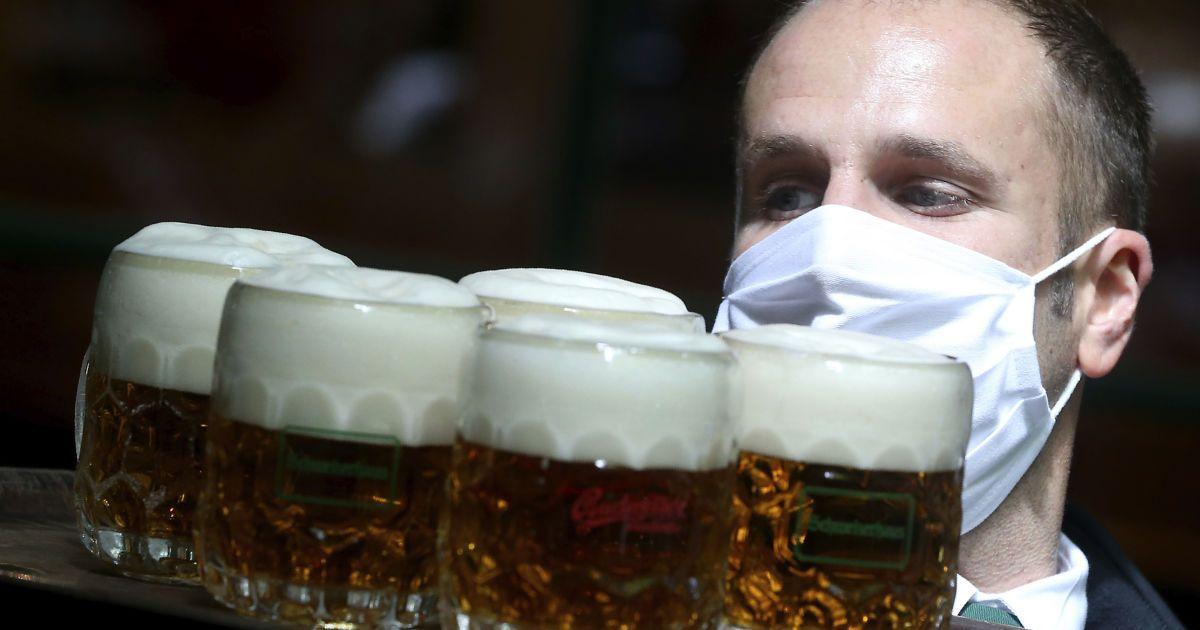 В Австрии снова открылись рестораны.