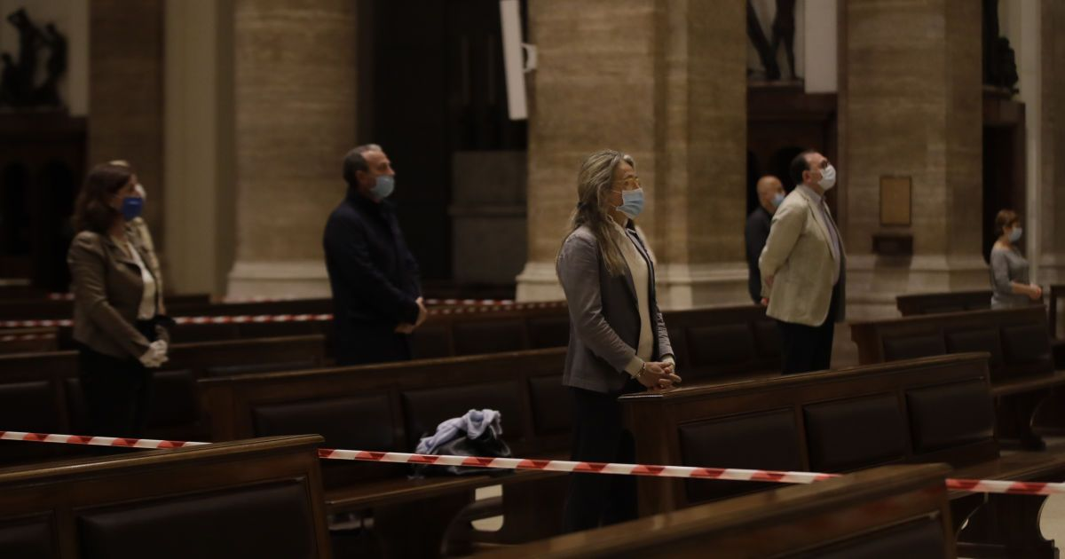 Ряд послаблений сделала и Италия. Такой вид имеет служба в церкви.