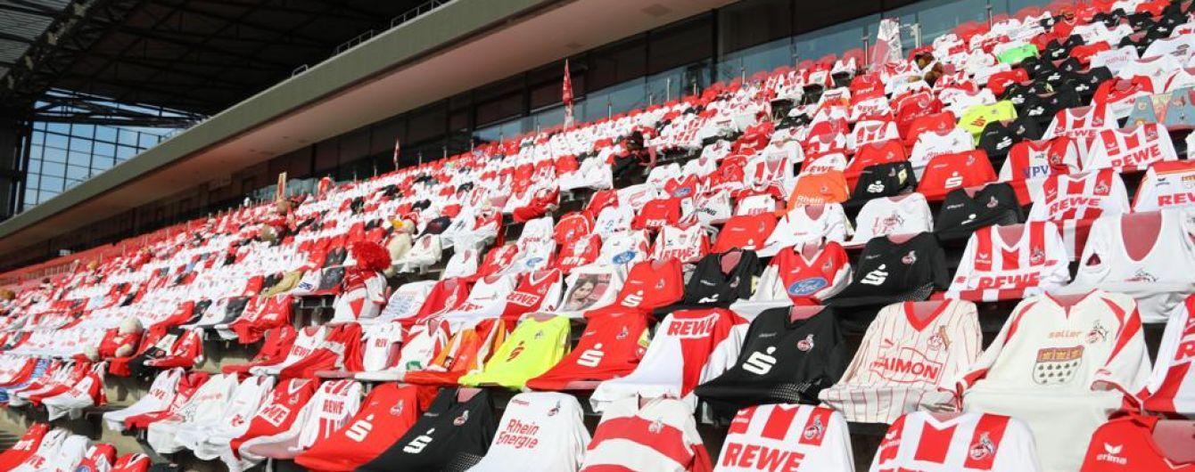 Немецкие футбольные фанаты креативно поддержали команду на пустом стадионе