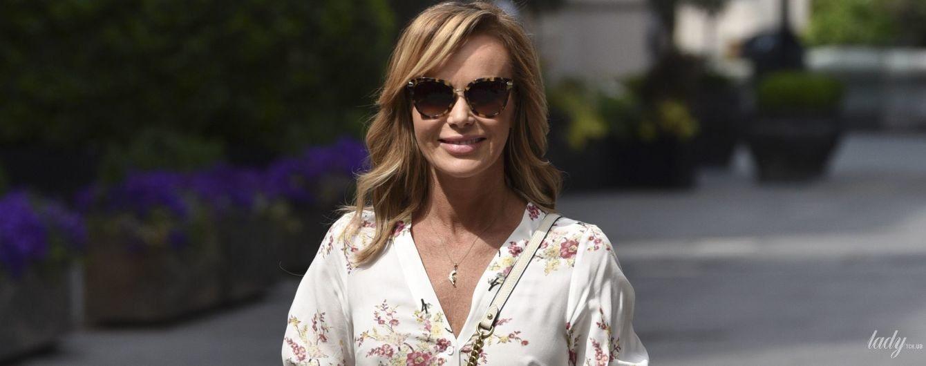 В платье-рубашке и с сумкой Gucci: Аманда Холден сходила на работу