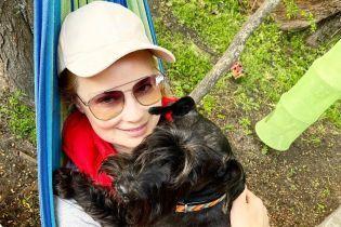 На гамаке с собакой: Лидия Таран показала фотографии со своей дачи