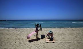 Опасное солнце: какие болезни может принести загар и как уберечься