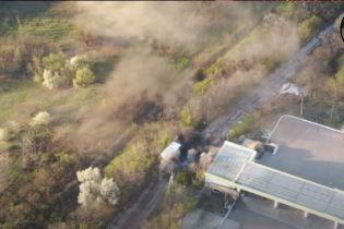 Військові показали знищення вантажівки бойовиків, яка підвозила їм зброю