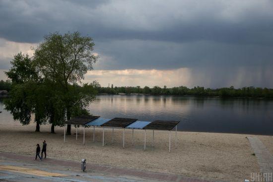 Дощі, грози та до 27 градусів тепла - прогноз погоди на п'ятницю в Україні