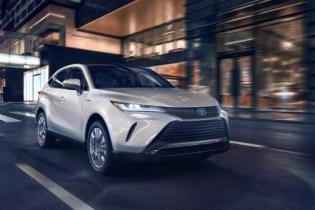 Toyota офіційно представила новий гібридний кросовер Venza: всі подробиці та ціна