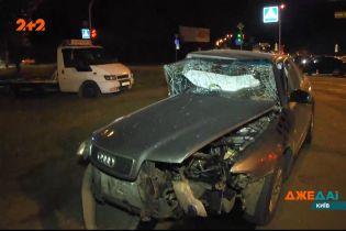 В Киеве не разминулись две легковушки — авто пролетело десятки метров