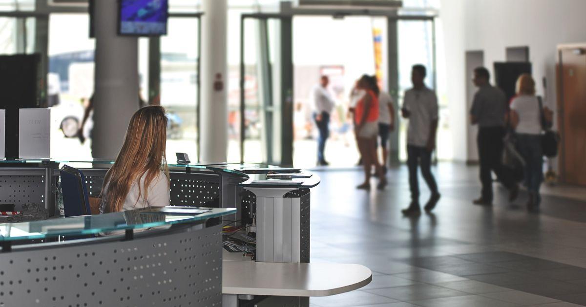 В Запорожье мужчина угрожал заминированием самолета в Турцию: эвакуировали почти 200 пассажиров