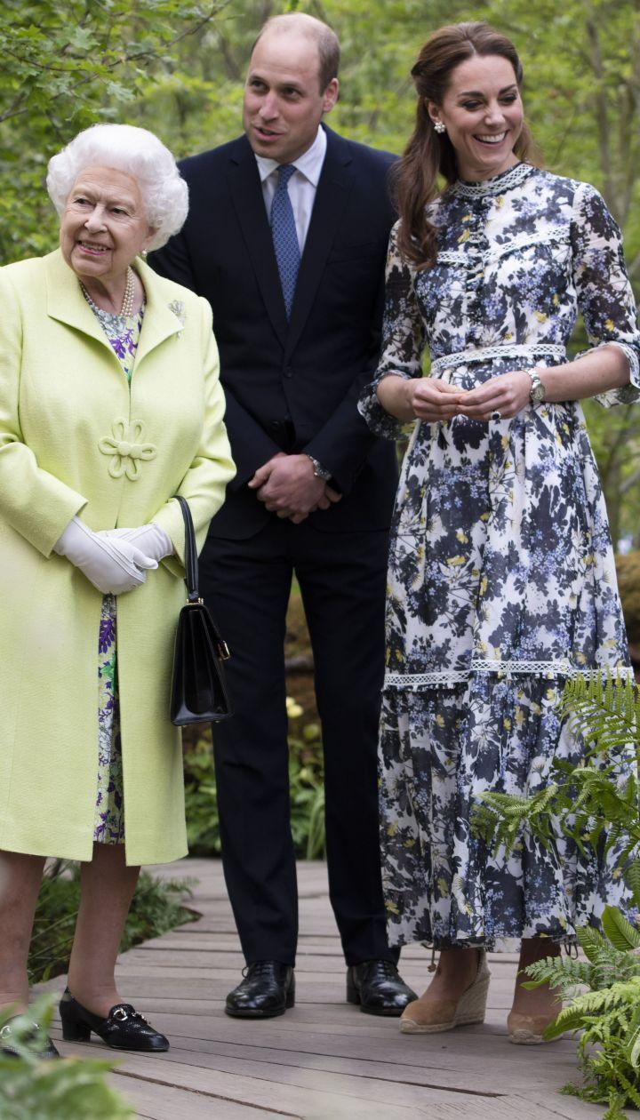 Королева Елизавета II, герцогиня Кембриджская и принц Уильям
