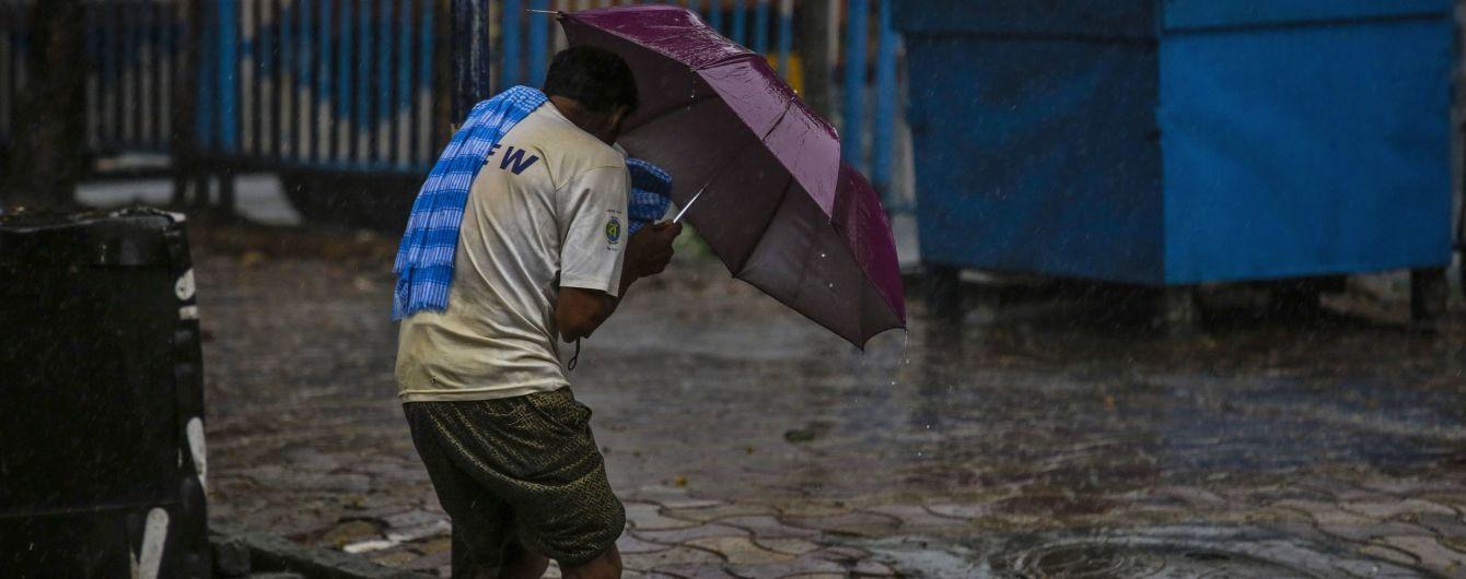 Бангладеш и Индию, которую стремительно атакует коронавирус, накрыл мощный тропический циклон