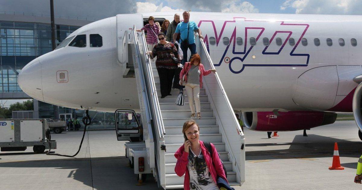 В Украине подешевеют авиабилеты: правительство планирует ввести нулевой НДС на внутренние рейсы