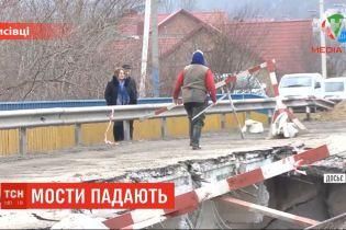 ТСН пригадала наймасштабніші руйнування українских автомобільних переправ останніх років