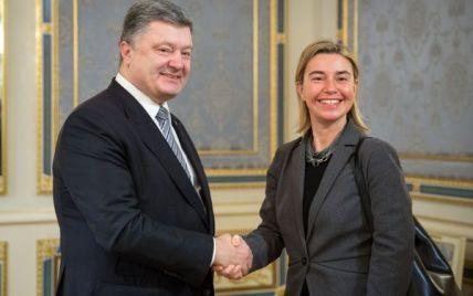 Могерини подтвердила Порошенко намерение ЕС продлить санкции в отношении России
